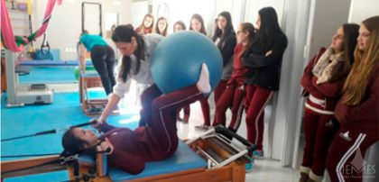 Prática do Pilates mistura força e equilíbrio